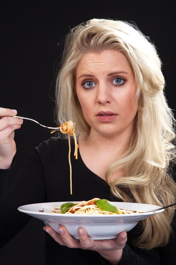 Modelo con spagetti fotografía de archivo libre de regalías