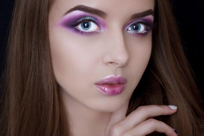 Modelo da cara com composição profissional imagens de stock