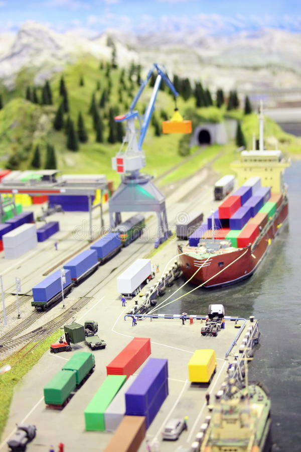 Modelo da estação e do porto marítimo de estrada de ferro. fotos de stock royalty free