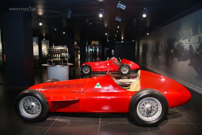 Modelo da fórmula 1 de Romeo Alfa Romeo 159 do alfa na exposição no museu histórico Alfa Romeo fotos de stock