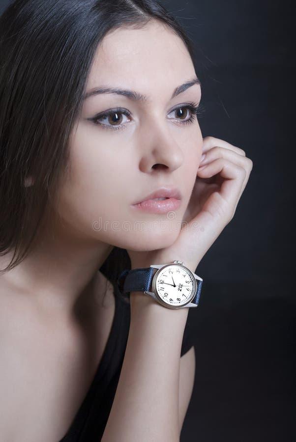 Modelo da mulher com relógio fotografia de stock
