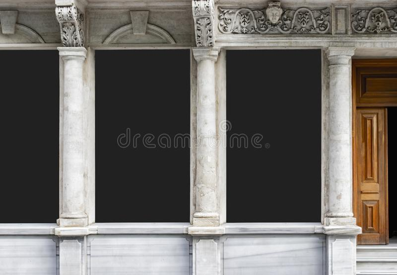 Modelo da placa do quadro de avisos e quadro vazio do molde para o logotipo ou texto no fundo exterior da cidade da tela do carta fotos de stock