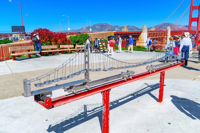 Modelo da ponte da ponte da porta do ouro pelo fim acima San Francisco, Calif?rnia, foto de stock royalty free