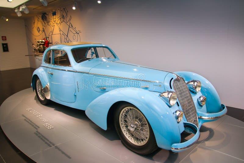 Modelo de Alfa Romeo 8C 2900B Passo Lungo na exposição no museu histórico Alfa Romeo fotografia de stock