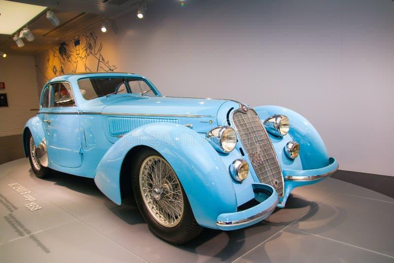 Modelo de Alfa Romeo 8C 2900B Passo Lungo na exposição no museu histórico Alfa Romeo foto de stock royalty free