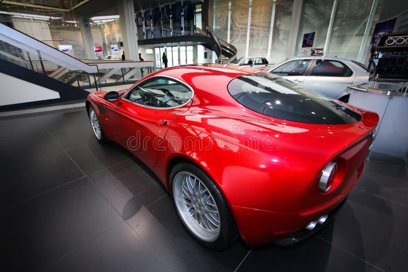 Modelo de Alfa Romeo 8C Competizione na exposição no museu histórico Alfa Romeo foto de stock royalty free