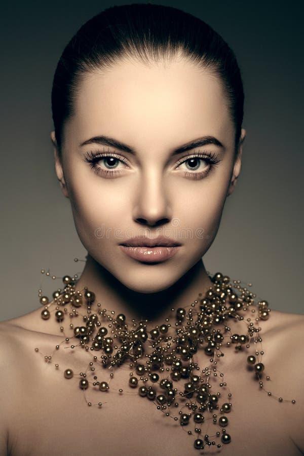 Modelo de alta moda Girl Estilo P de Vogue de la alta moda de la mujer de la belleza fotografía de archivo