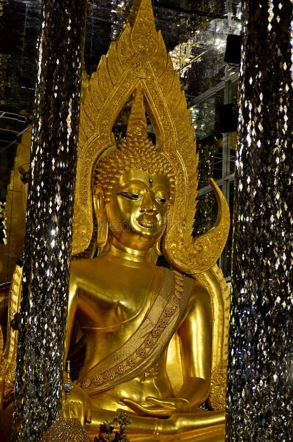 Modelo de Buda Chinnarat en Wihan Kaeo, templo cantado Tha, provincia de Uthai Thani, Tailandia imágenes de archivo libres de regalías