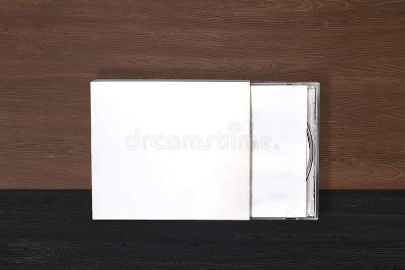 Modelo de diseño de álbum de portada de Cd dvd en fondo de madera para músico imagen de archivo