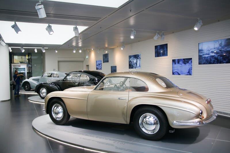 Modelo de Este do ` da casa de campo d de Alfa Romeo 6C 2500 na exposição no museu histórico Alfa Romeo fotografia de stock