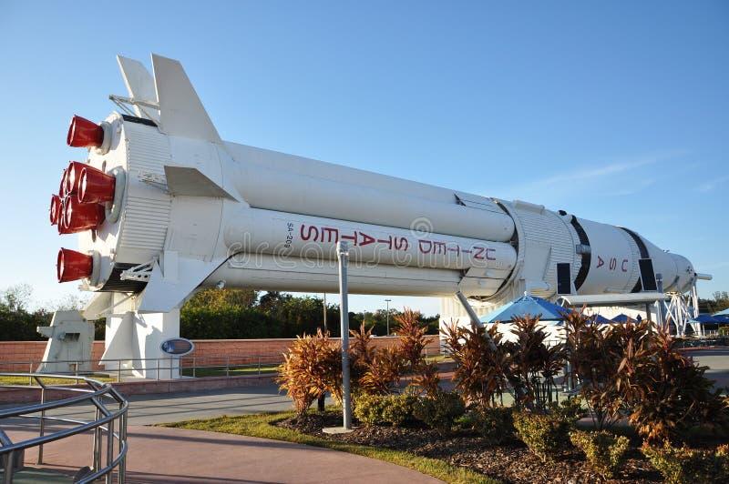 Modelo de foguete de Saturno V no Centro Espacial Kennedy fotografia de stock
