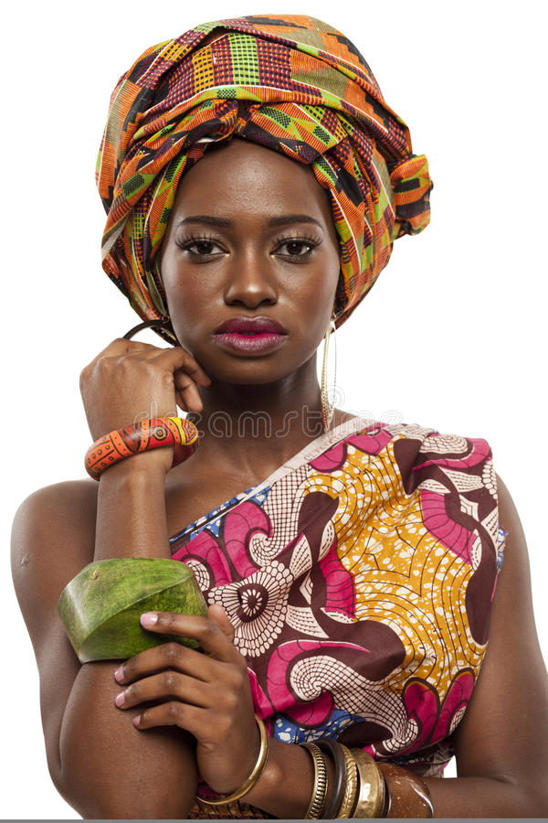 Modelo de forma africano bonito no vestido tradicional. imagem de stock