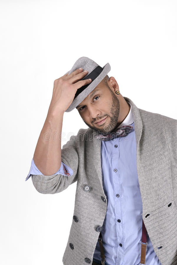 Modelo de forma afro-americano do homem novo no chapéu foto de stock