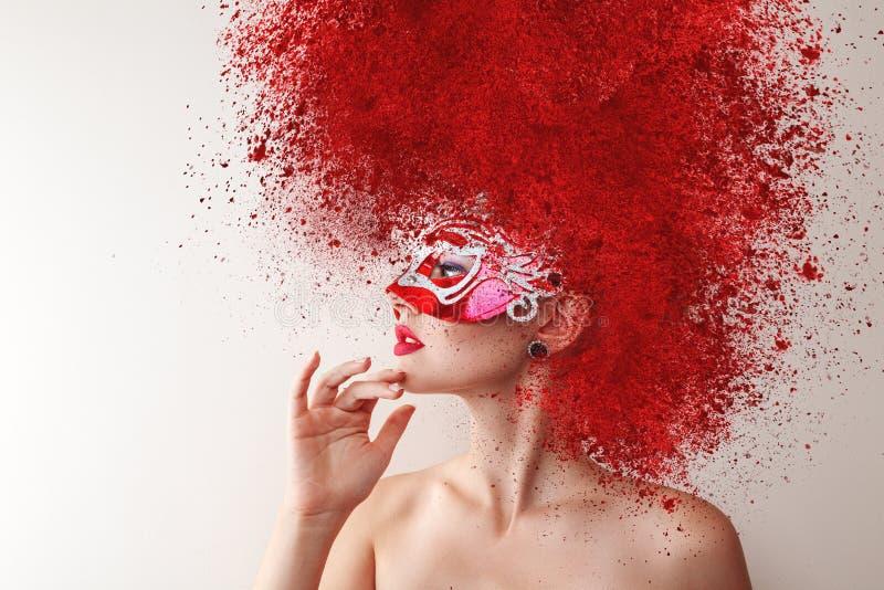 Modelo de forma com máscara do carnaval imagens de stock