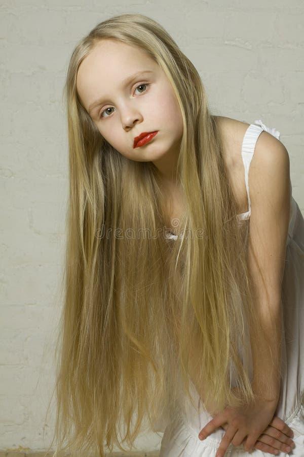 Modelo de forma da rapariga com cabelo louro imagem de stock