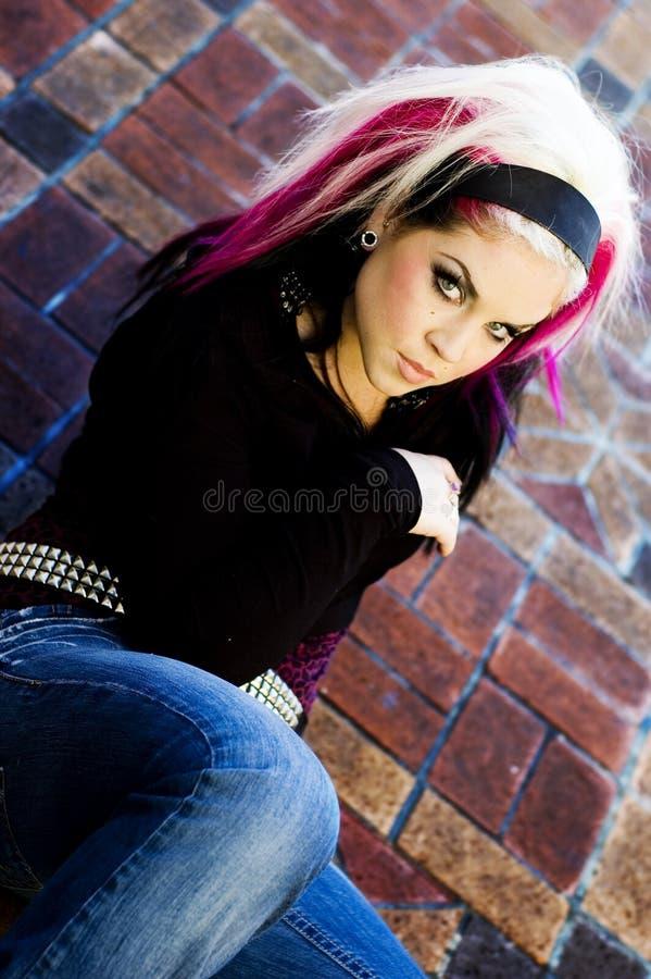 Modelo de forma de Goth do punk foto de stock