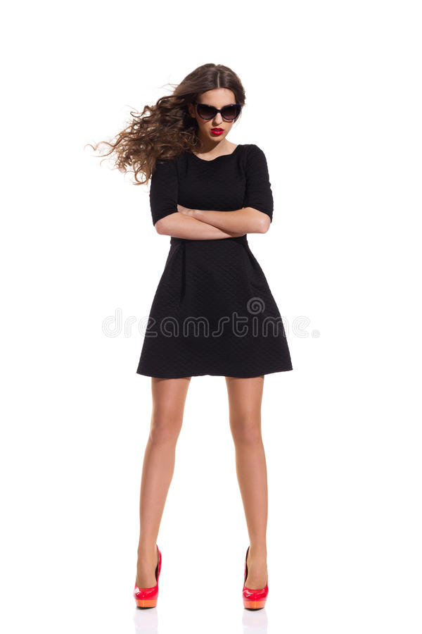 Modelo de forma em Mini Dress preto foto de stock