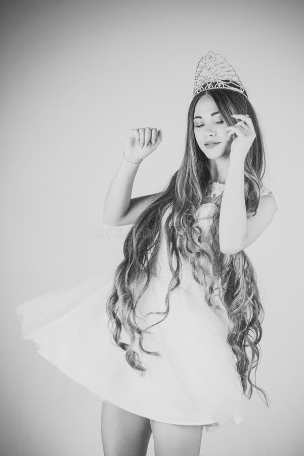 Modelo de forma Girl da beleza Olhar da forma Cabeleireiro e cosméticos fotos de stock royalty free