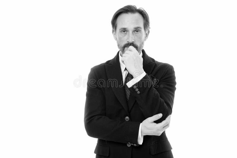 Modelo de forma maduro consider?vel do homem para vestir o terno elegante no fundo branco Terno perfeito para cada tipo de indiv? imagem de stock