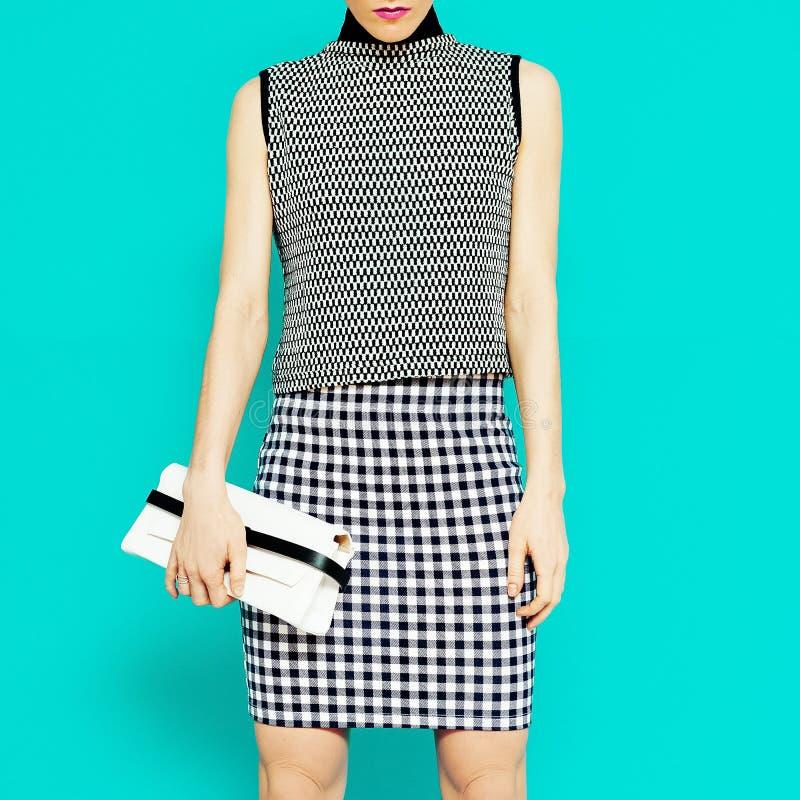 Modelo de forma na combinação clothesGeometric à moda de tendência foto de stock