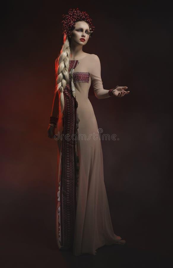 Modelo de forma no estúdio imagens de stock royalty free