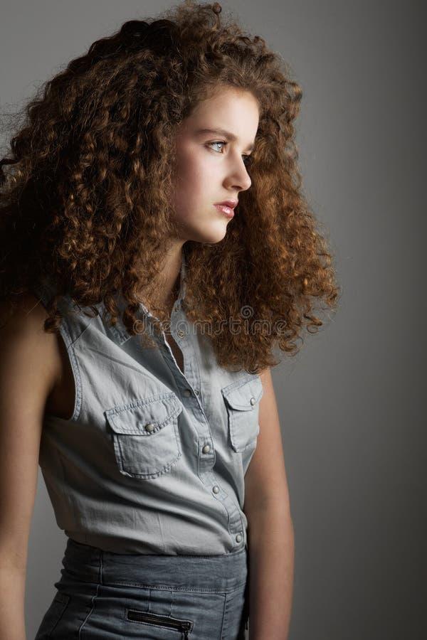 Modelo de forma novo com cabelo curly imagens de stock royalty free