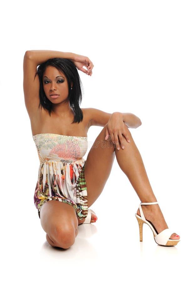 Modelo de forma novo da mulher preta foto de stock