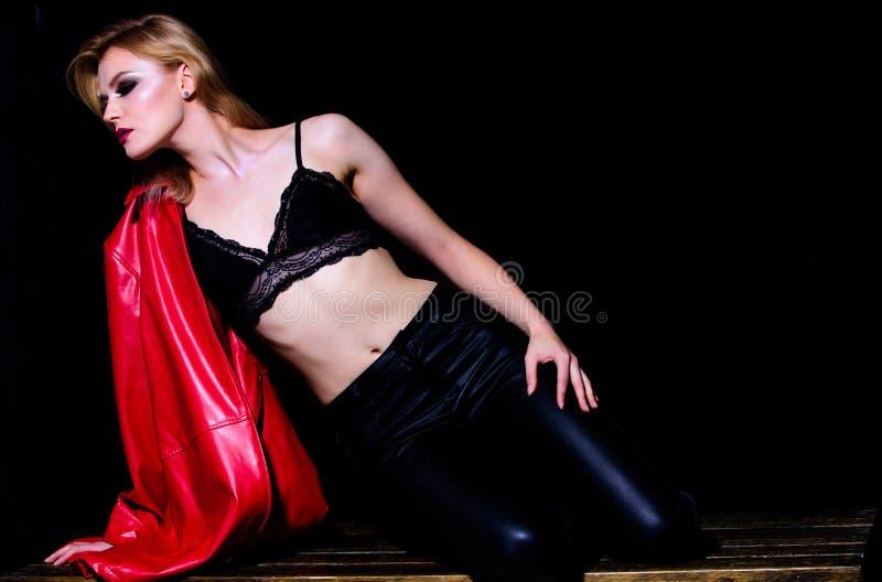 modelo de forma 'sexy' com barriga apta roupa interior eoric para a mulher real Roupa interior f?mea Aptid?o e dieta Beleza e f?r fotografia de stock royalty free