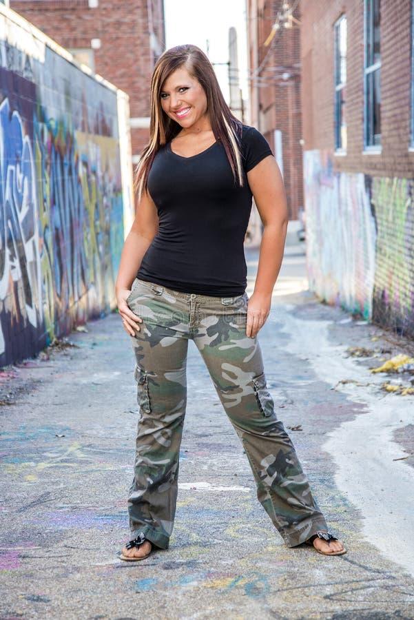 Modelo de forma 'sexy' da menina com cabelo marrom foto de stock