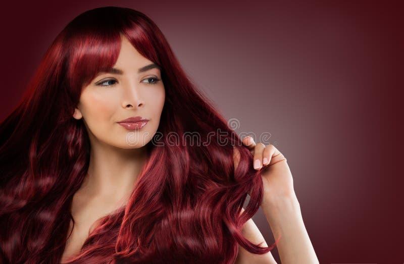 Modelo de forma Woman com penteado vermelho Menina do ruivo foto de stock