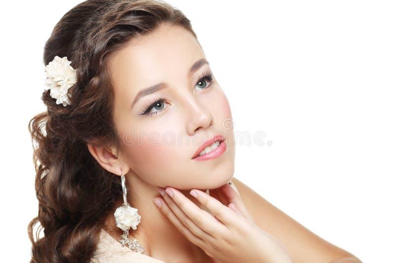 Download Modelo De La Boda De La Mujer Foto de archivo - Imagen de nupcial, brunette: 41910714