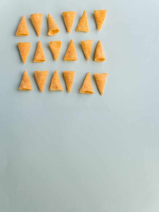 Modelo de los conos del maíz en fondo verde fotografía de archivo