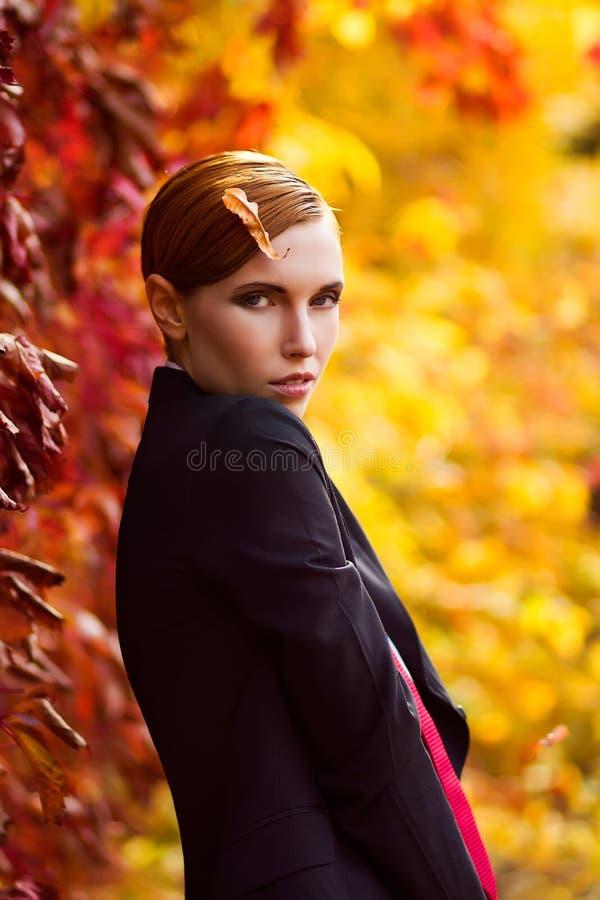 Modelo de manera hermoso joven foto de archivo libre de regalías