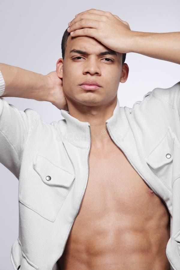 Modelo de manera masculino del African-American joven. fotografía de archivo libre de regalías