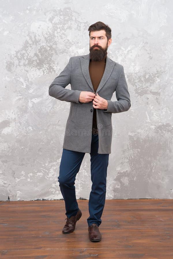Modelo de manera masculino Hombre de negocios maduro Vida moderna Estilo ocasional Inconformista barbudo brutal en ropa de sport  foto de archivo libre de regalías