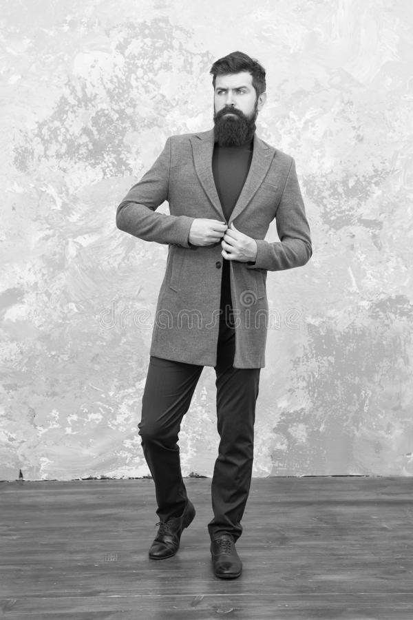 Modelo de manera masculino Hombre de negocios maduro Vida moderna Estilo ocasional Inconformista barbudo brutal en ropa de sport  fotos de archivo libres de regalías