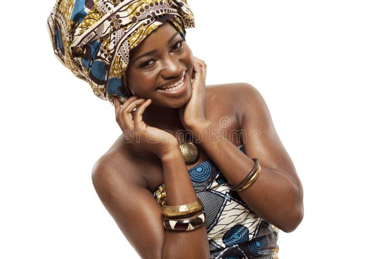 Modelo de moda africano hermoso en vestido tradicional. fotos de archivo