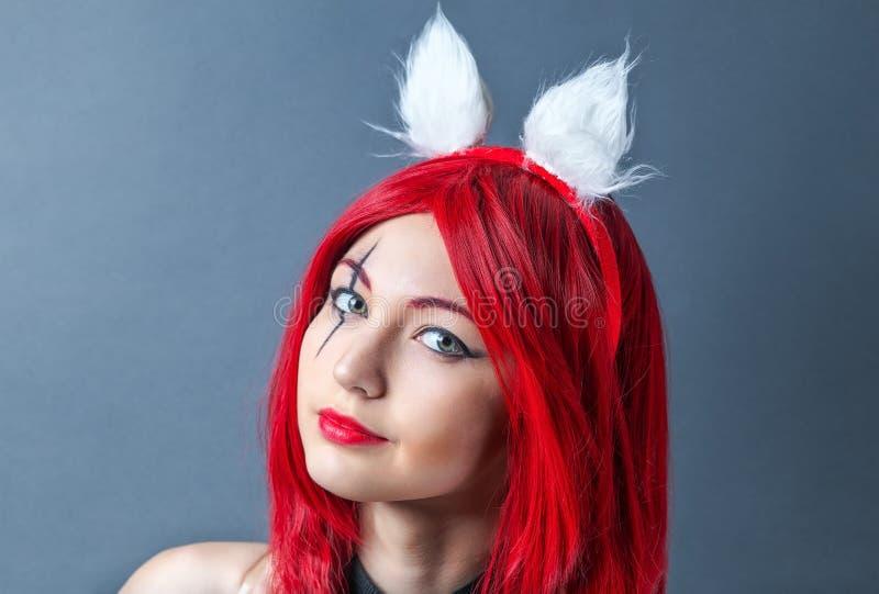 Modelo de moda de la belleza Girl con la peluca roja imágenes de archivo libres de regalías