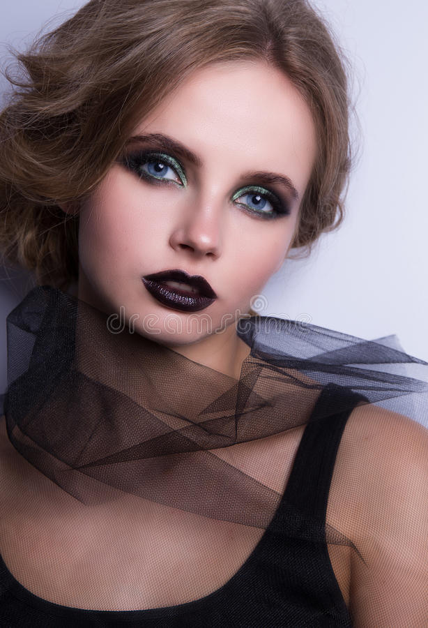 Modelo de moda de la belleza Woman, retrato, señora con los labios negros imagen de archivo