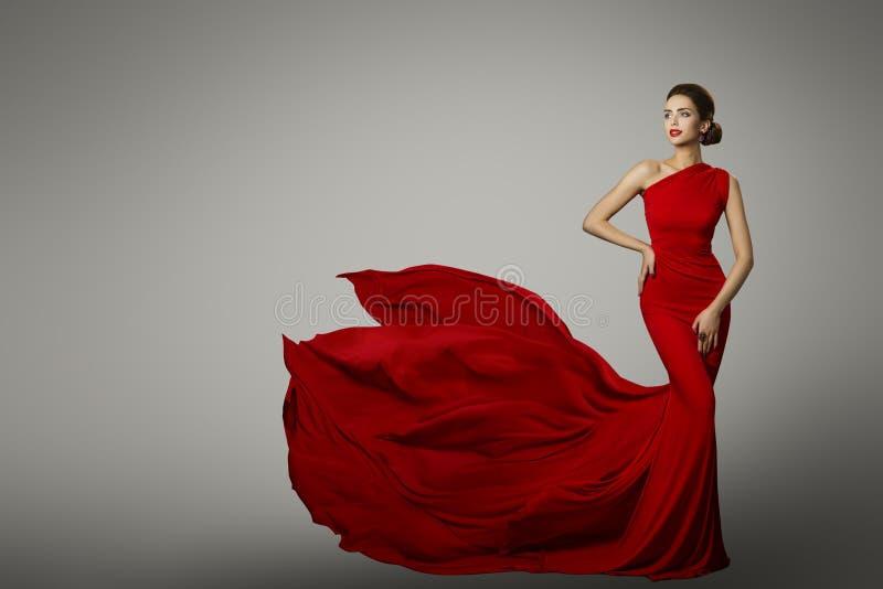 Modelo de moda en el vestido rojo de la belleza, vestido de noche atractivo de la mujer fotos de archivo libres de regalías