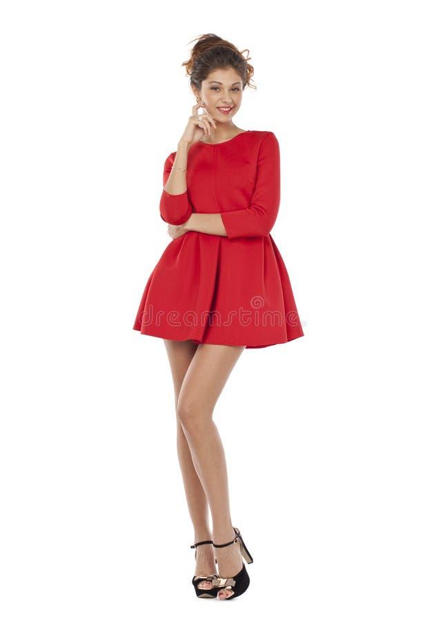 Modelo de moda en vestido rojo atractivo imagenes de archivo
