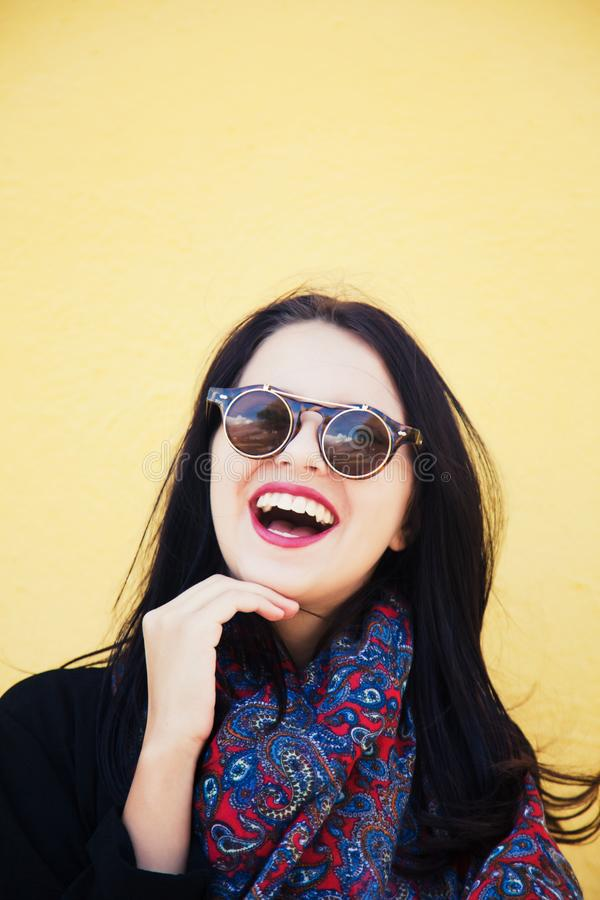 Modelo de moda femenino joven foto de archivo libre de regalías