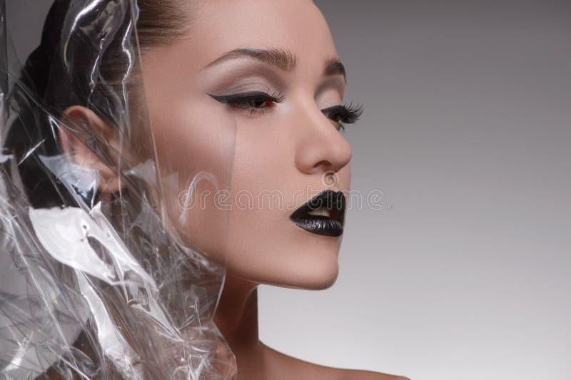 Modelo de moda hermoso. La vista lateral de mujeres hermosas aisló o imágenes de archivo libres de regalías
