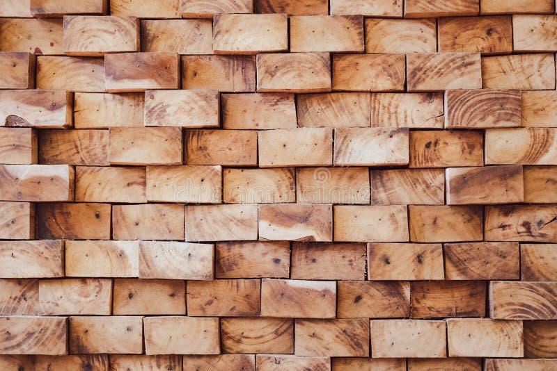 Modelo de pedazos de madera ásperos con las líneas hermosas y la marca envejecida imagenes de archivo