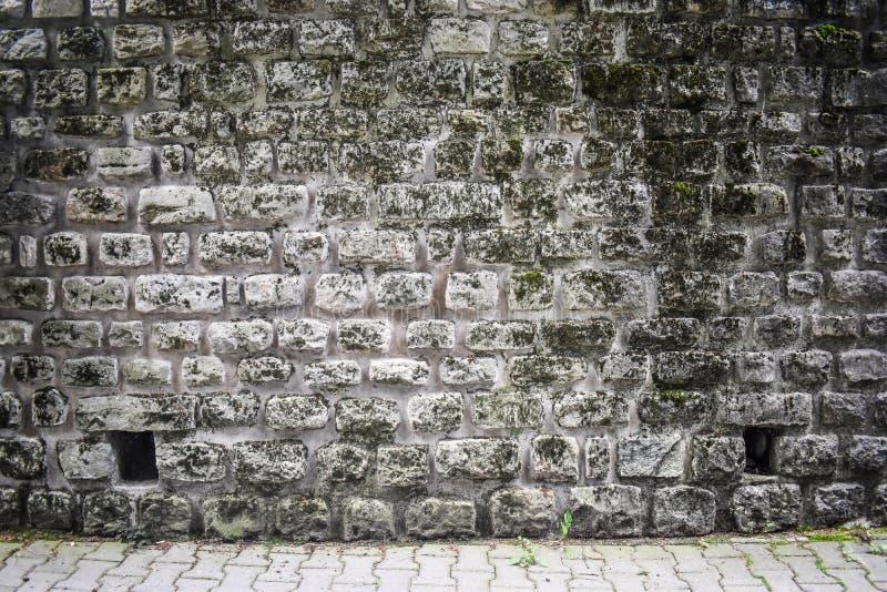 Modelo de piedra antiguo de los bloques en la superficie de la pared de la fortaleza Fondo de piedra gris con estilo medieval eur fotos de archivo