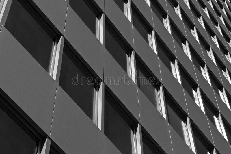 Modelo de ventanas en un edificio alto en Manhattan imágenes de archivo libres de regalías