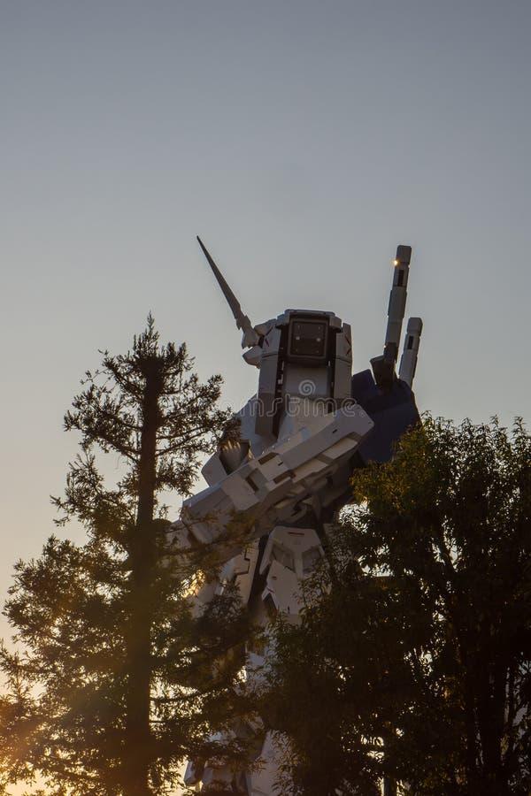 Modelo del 1:1 de la ESCALA de UNICON GUNDAM de la estatua móvil del traje RX-0 en el Div fotos de archivo