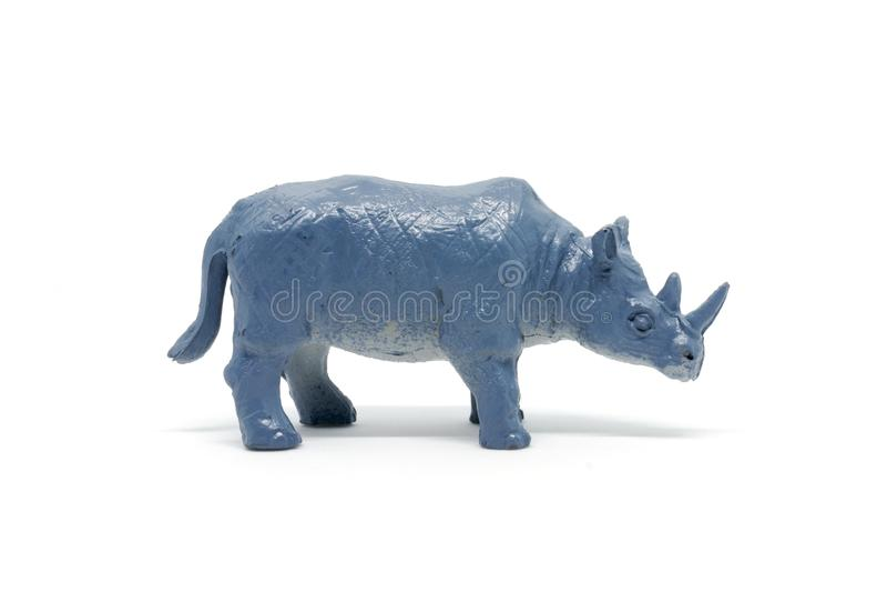 Modelo del rinoceronte aislado en el fondo blanco, plástico animal de los juguetes imágenes de archivo libres de regalías