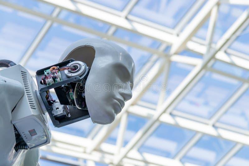 Modelo del robot humano ciudad de Cheboksari, Rusia, 08/26/2018 fotos de archivo libres de regalías