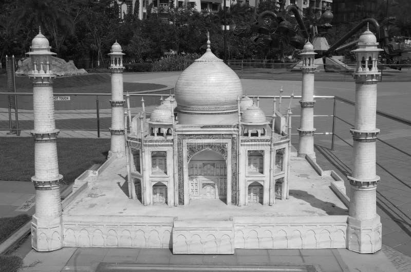 Modelo diminuto de Taj Mahal em um parque fotos de stock royalty free